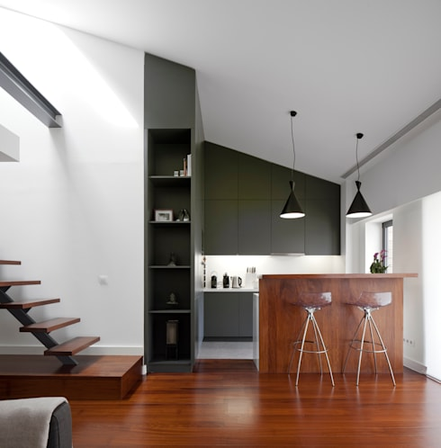 Apartamento na Lapa: Cozinhas  por RRJ Arquitectos
