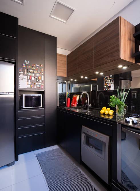 COZINHA INTEGRADA COM ESTAR E JANTAR: Cozinhas modernas por Pura!Arquitetura