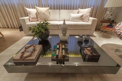 Apartamento em Belo Horizonte: Sala de estar  por Lívia Bonfim Designer de Interiores