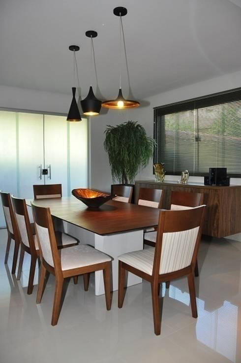 Cozinha – residência em Águas Formosas: Cozinhas modernas por Lívia Bonfim Designer de Interiores