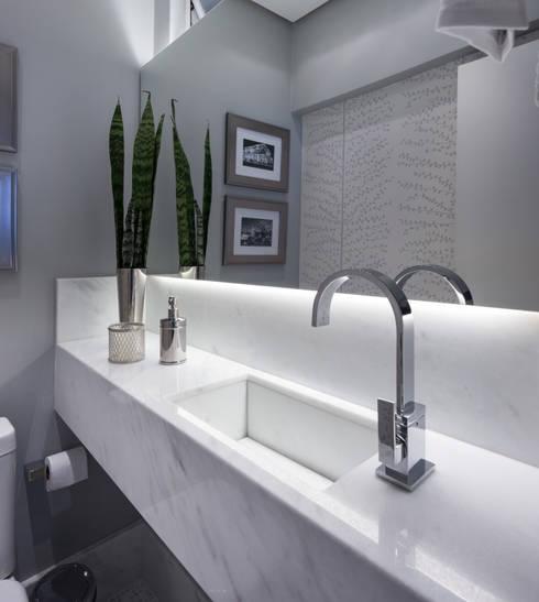LAVABOS: Banheiro  por Pura!Arquitetura