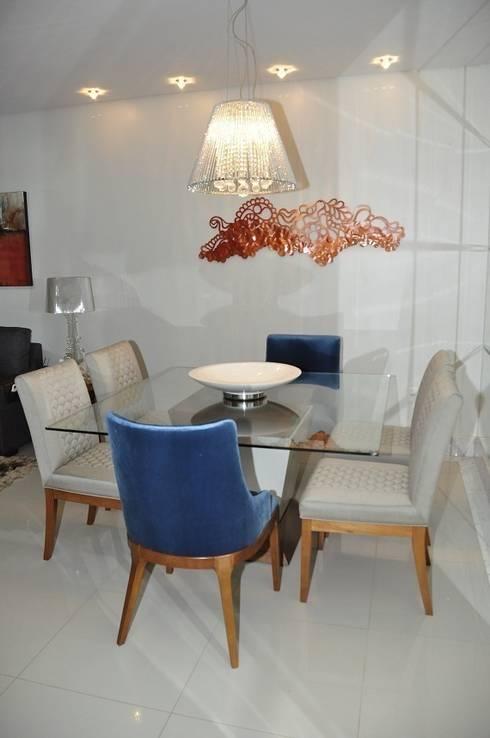 Apartamento Machacalis 2: Sala de jantar  por Lívia Bonfim Designer de Interiores