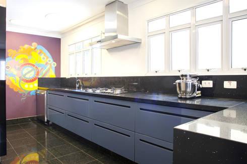 CASA MN: Cozinhas minimalistas por Aonze Arquitetura