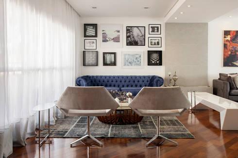 CASA MN: Salas de estar ecléticas por Aonze Arquitetura