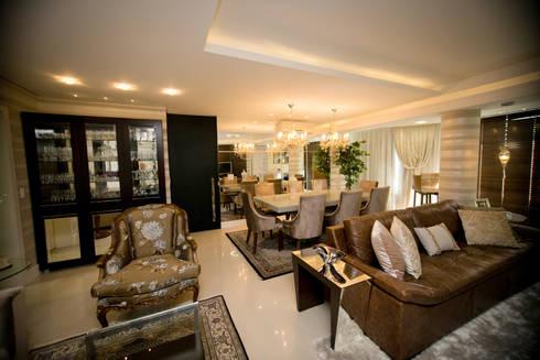 Apartamento Alameda Janeiro 2015: Salas de estar clássicas por Cas Arquitetos Associados