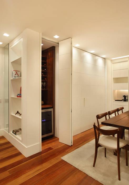 Bodegas de estilo  de Estúdio Barino | Interiores