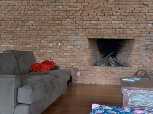 Sala de estar: Sala de estar  por Ronald Ingber Arquitetura