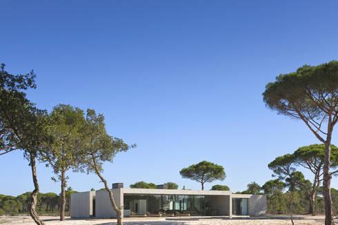 Casa na Comporta: Casas modernas por RRJ Arquitectos