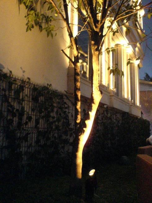 Residencia Laureles: Jardín de estilo  por Iluminarq