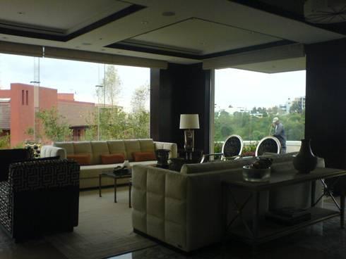 Residencia Laureles: Salas de estilo moderno por Iluminarq
