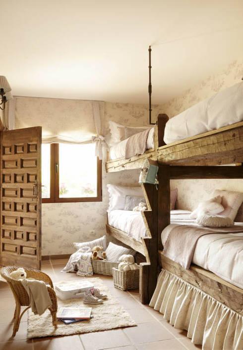 CASA  CAMPO SOMAÉN. BARRIO ALTO, 46. CONSOLIDACIONES Y CONTRATAS S.L: Dormitorios de estilo rural de CONSOLIDACIONES Y CONTRATAS S.L