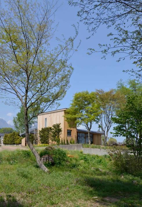 Casas de estilo moderno por エヌ スケッチ