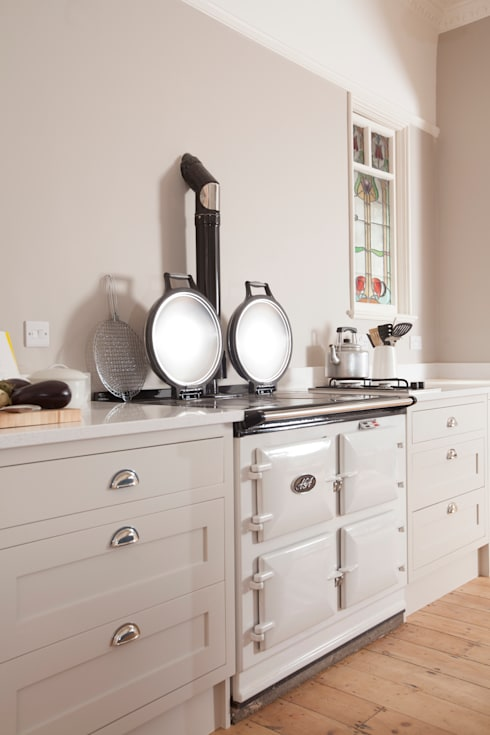 Aga:  Kitchen by Chalkhouse Interiors