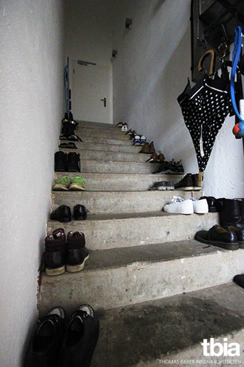 Treppenhaus - Zugang zum Loft:  Flur & Diele von tbia - Thomas Bieber InnenArchitekten