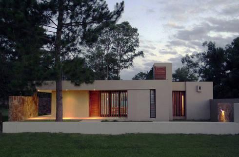 Casa D3 – RESIDENCIA DE FIN DE SEMANA: Casas de estilo moderno por D'ODORICO OFICINA DE ARQUITECTURA