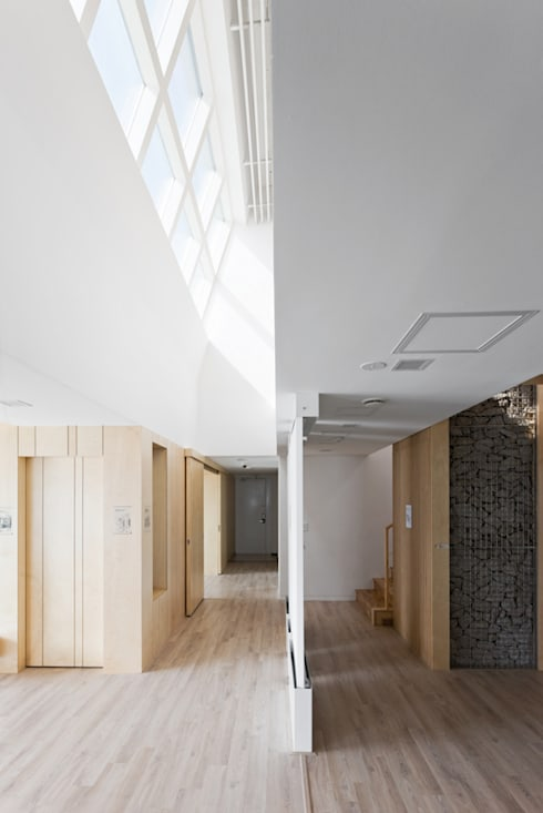 E+ Green Home: UnSangDong Architects의  복도 & 현관