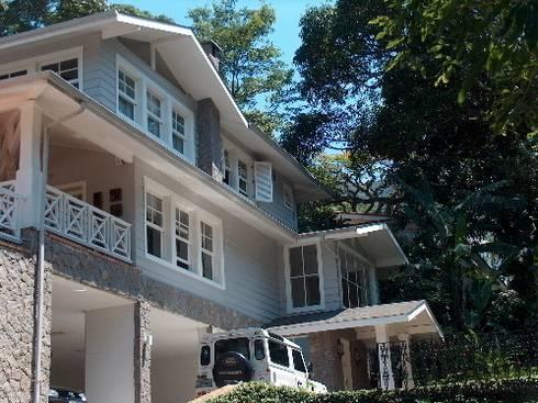 Fachada principal: Casas coloniais por Ronald Ingber Arquitetura