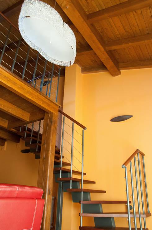 Casa R&R: Soggiorno in stile in stile Classico di SOGEDI costruzioni