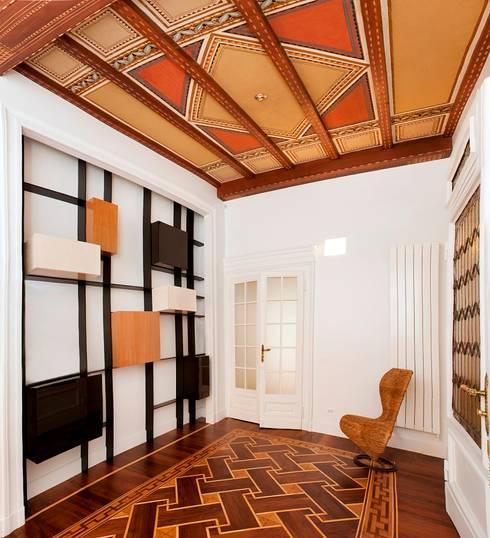 Appartamento Via Elba - Milano: Ingresso & Corridoio in stile  di PADI Costruzioni srl