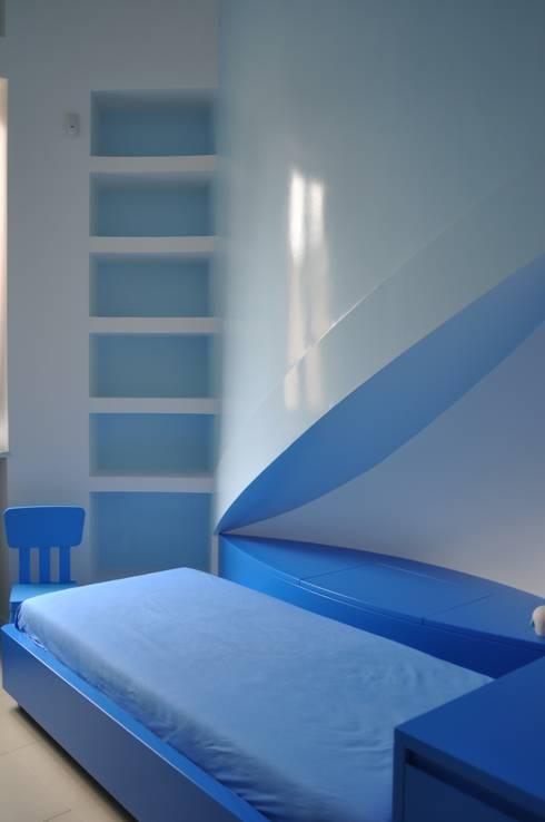 CASA FA, Caserta 2010: Camera da letto in stile  di x-studio