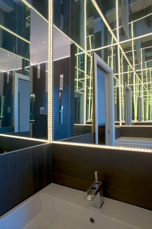 CASA DN, Napoli 2012: Bagno in stile  di x-studio