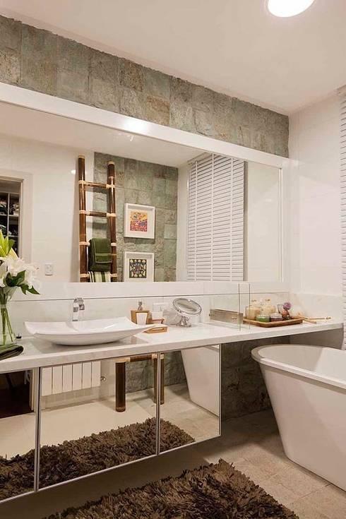 Casa AP+VP: Banheiros  por ANDRÉ PACHECO ARQUITETURA