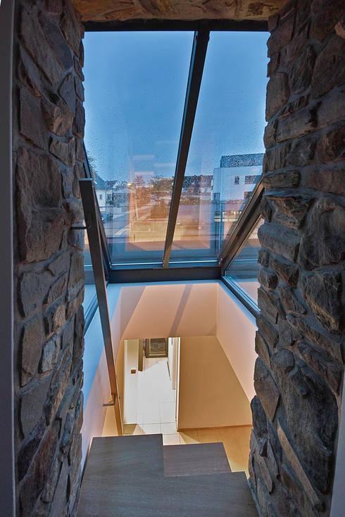 Corredores e halls de entrada  por GUCKES & PARTNER Architekten mbB
