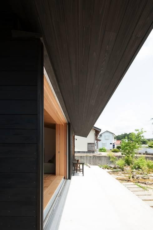 テラス: 宇佐美建築設計室が手掛けたテラス・ベランダです。