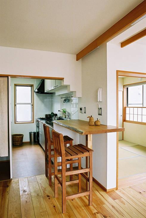 キッチン: 遠藤浩建築設計事務所 H,ENDOH  ARCHTECT  &  ASSOCIATESが手掛けたダイニングです。
