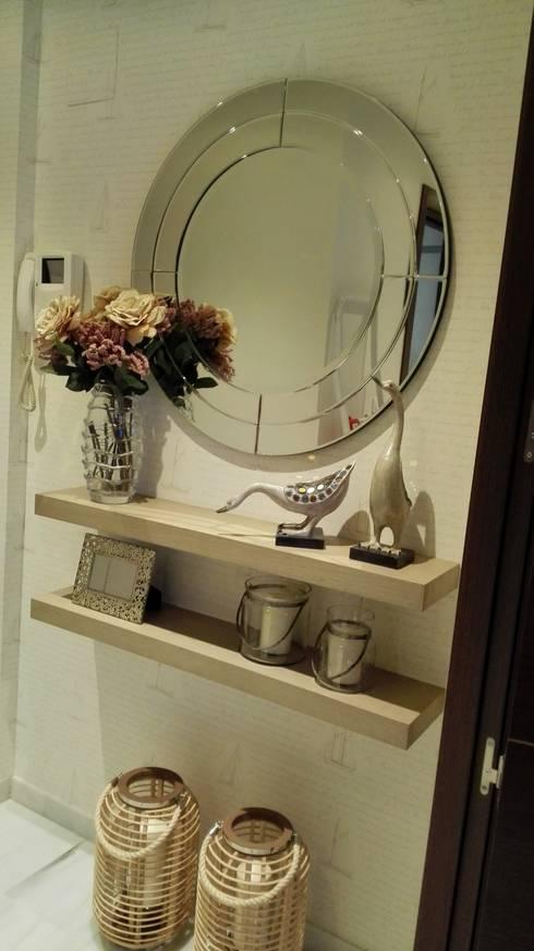 Projekty,  Korytarz, hol i schody zaprojektowane przez Inma Home Interiores