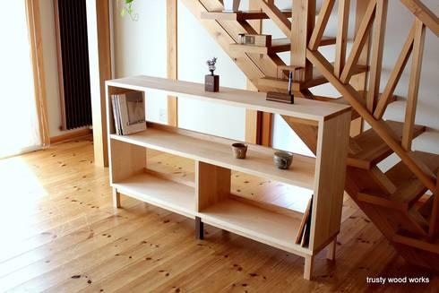 book sherf: trusty wood worksが手掛けた勉強部屋/オフィスです。