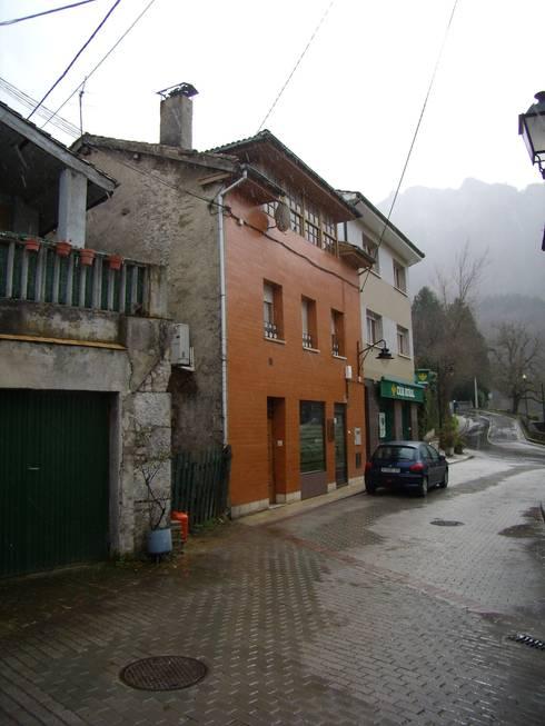 Edificio original:  de estilo  de ESTUDIO DE ARQUITECTURA 4TRAZOS