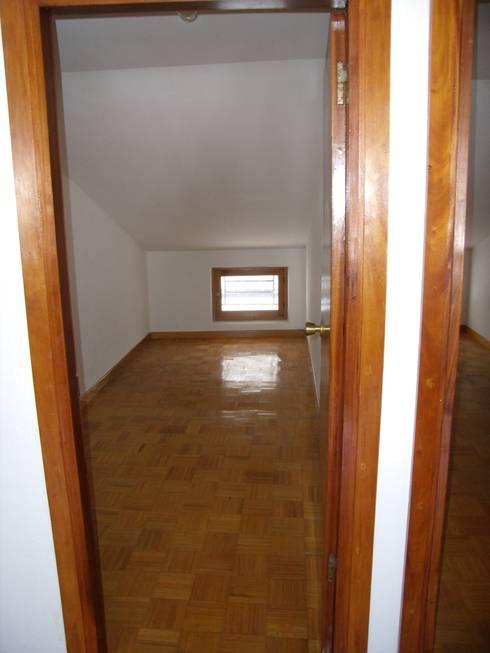 Dormitorio original:  de estilo  de ESTUDIO DE ARQUITECTURA 4TRAZOS
