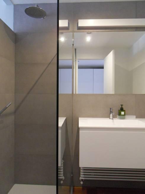 Bagno: Bagno in stile  di gk architetti  (Carlo Andrea Gorelli+Keiko Kondo)