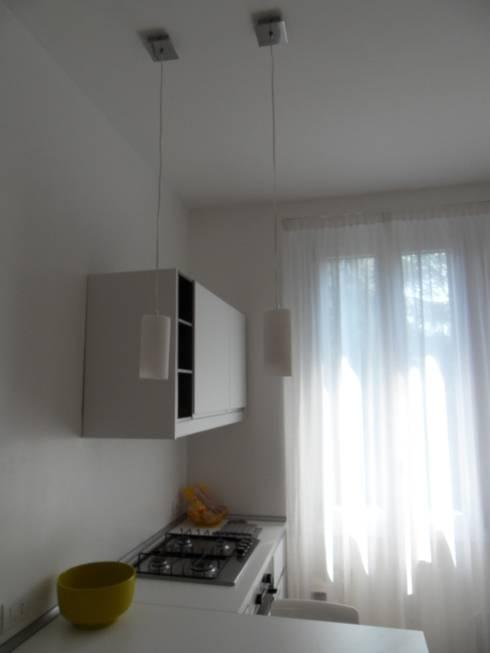 soggiorno-cucina: Soggiorno in stile  di gk architetti  (Carlo Andrea Gorelli+Keiko Kondo)