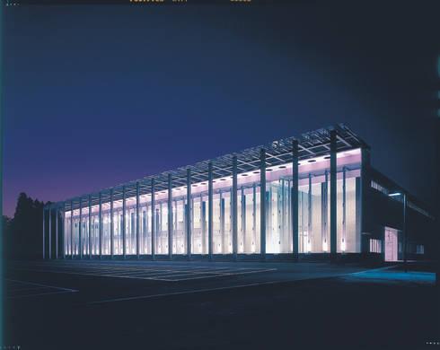 SANSHIBA Glass factory: MOAが手掛けた壁です。