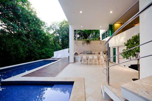 RESIDÊNCIA ALPHAVILLE SALVADOR: Casas modernas por BRAZÃO ARQUITETOS ASSOCIADOS