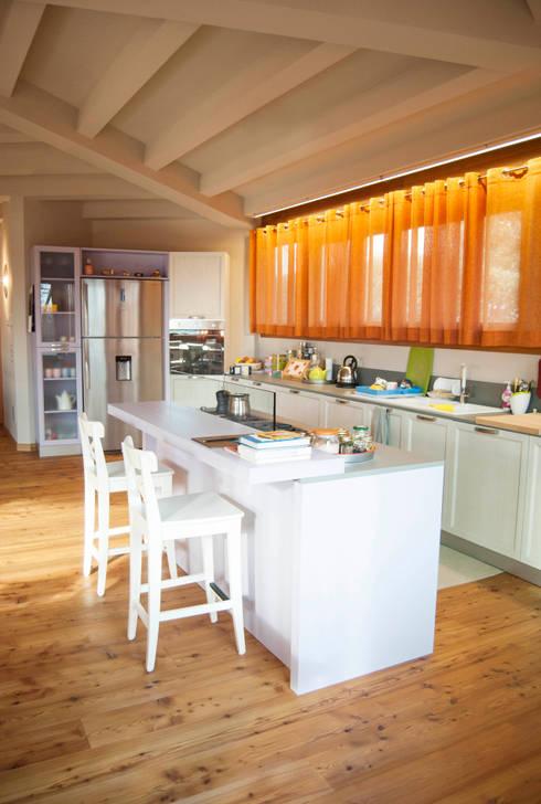 Cozinhas rústicas por RI-NOVO