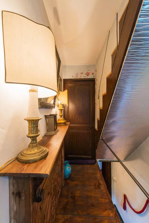 Mondomathis Maison Brocante: Ingresso & Corridoio in stile  di PaoloNet di Paolo Brignone