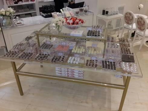 Vasalissa Chocolatier: Oficinas y locales comerciales de estilo  por lmazzeo