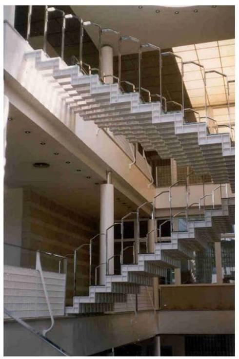 Corridor & hallway by ARQUITECTOS PRIOR Y LLOMBART