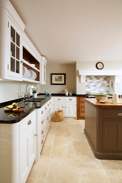 Nickleby | Felsted | Bespoke Classic Contemporary Kitchen: classic Kitchen by Humphrey Munson