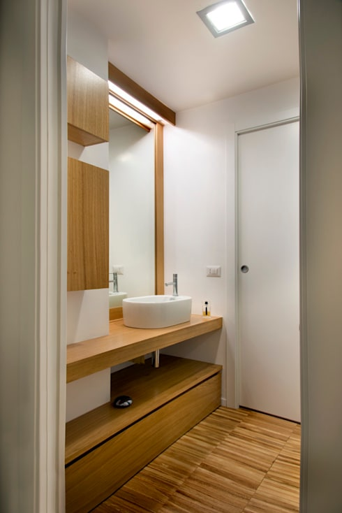 Bathroom by studio di architettura Comes Del Gallo