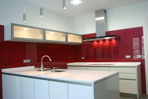Cocinas Cristal | Cocina De Laca Con Paredes De Cristal Rojo De Estudio Inter Siete