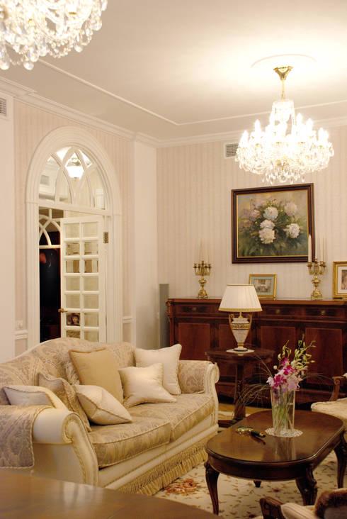 Цвета чайной розы: Гостиная в . Автор – D&T Architects