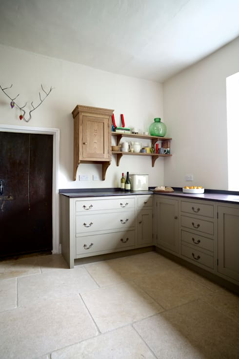 The Great Lodge | Large Grey Painted Kitchen with Exposed Brickwork: country Kitchen by Humphrey Munson