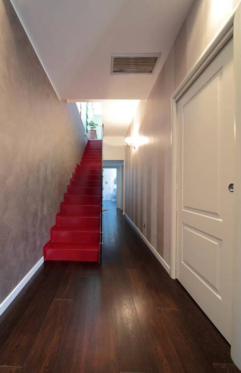 Italian Family: Ingresso & Corridoio in stile  di ristrutturami