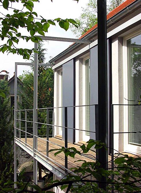 Balkon von Nordosten:  Terrasse von Matthias Bruder, Architekt