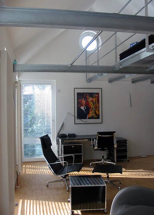 Wohnraum nach Süden: moderne Wohnzimmer von Matthias Bruder, Architekt