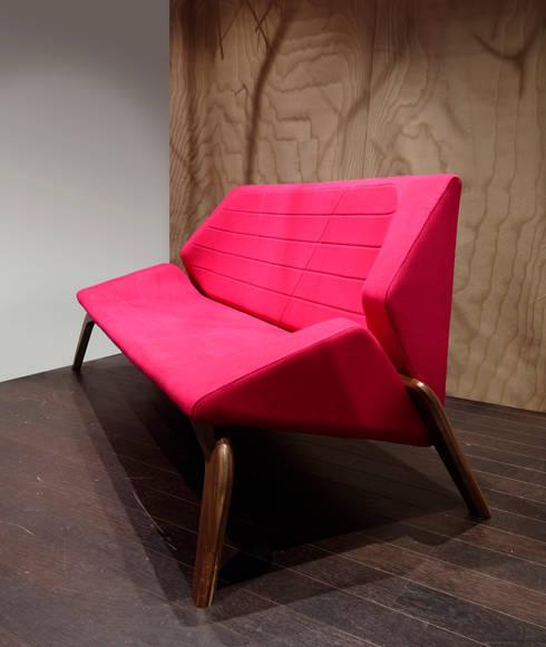 Centros de exhibiciones de estilo  por Alcyone Design
